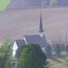 Blick von oben auf die Skaun-Kirche