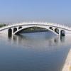 eine kunstvolle Brücke