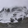 从远一点的地方这个冰川看想去比较小的