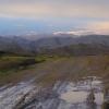 通过一个山口就再一次可以看见一点太阳光,可是之后是我们从欧洲不习惯的那么黑黑的