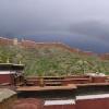 彩虹在寺庙的上面;我们有好的运气,没有下雨了